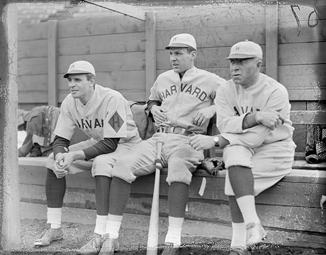 L'équipe de baseball d'Harvard en 1932.