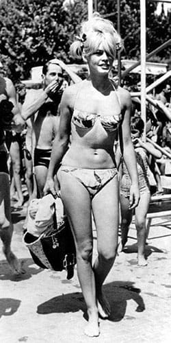 Brigitte Bardot en bikini, années 60.