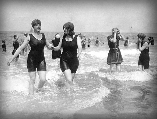 Le maillot de bain en 1919, Deauville.