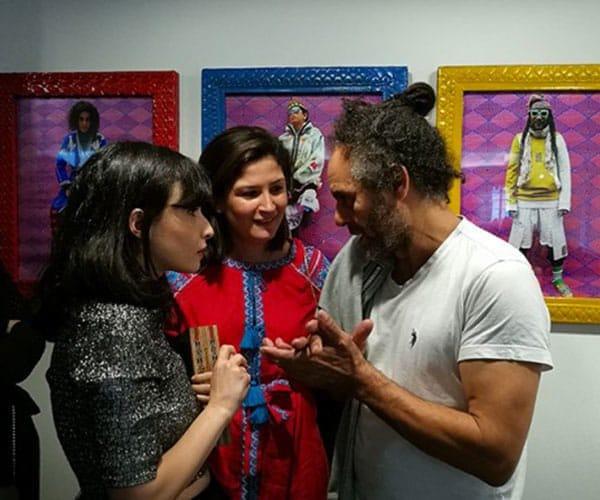 De gauche à droite : la bloggeuse « Une Libanaise à Paris », Myriam Benaroya, directrice marketing MEA de Huawei et Hassan Hajjaj.