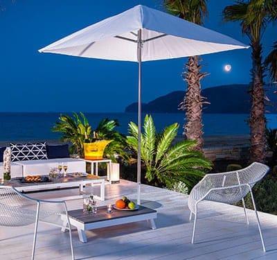Le So Beach Lounge.