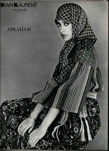 Le foulard chez Yves Saint-Laurent en 1976.